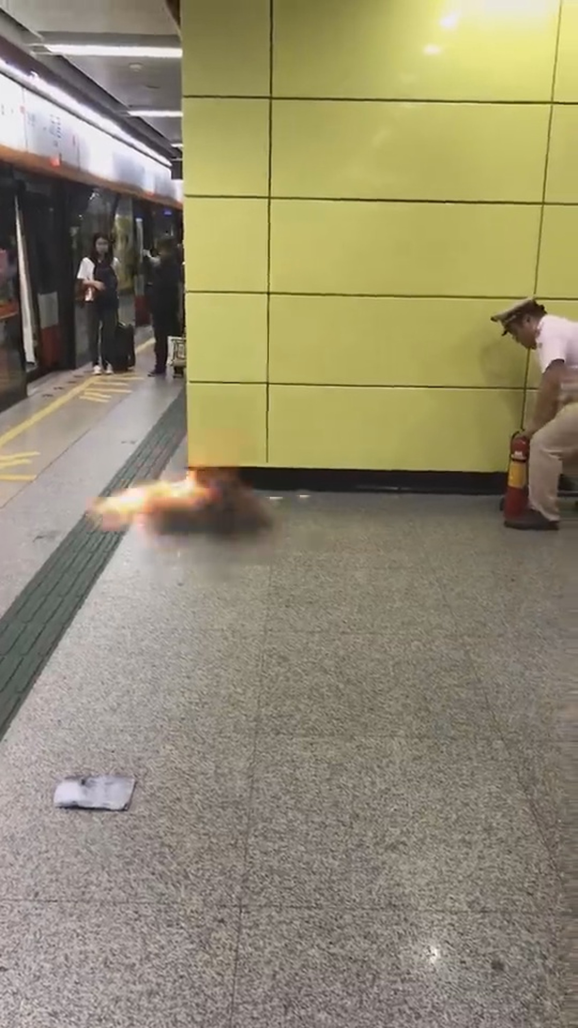 Mobile Phone Power Bank Explodes On Train Platform - ViralTab
