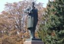 Council Staff Flog Off Lenin Statue Over Unpaid Wages